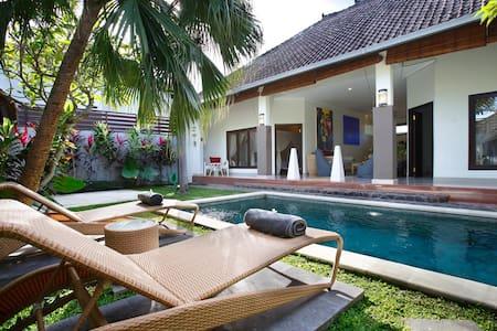 Lovely 2BR Villa 250m Fr Beach - Seminyak - Vila