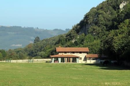 Casa de montaña en un valle mágico - Liendo