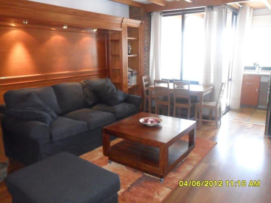 Salón y zona de comedor// lounge and dinning area