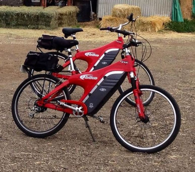 2 Electric bikes to scoot all over Santa Barbara! Take them out all day! As they are complimentary for my Guests!