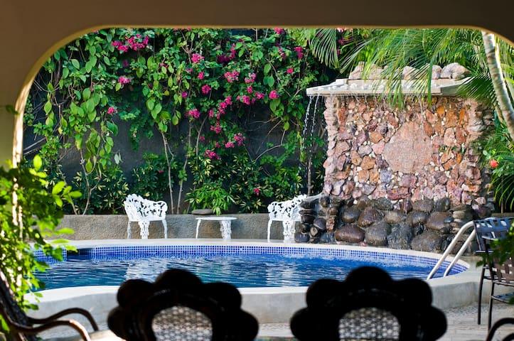 Moderno Hotel en Managua ( Con Desayuno Buffet )