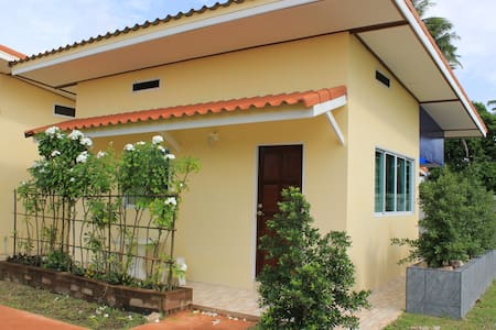 Studio Bungalow, Walking Distance to Swimming Pool