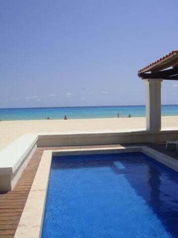 Beach Front House - Playa del Carmen - Hus