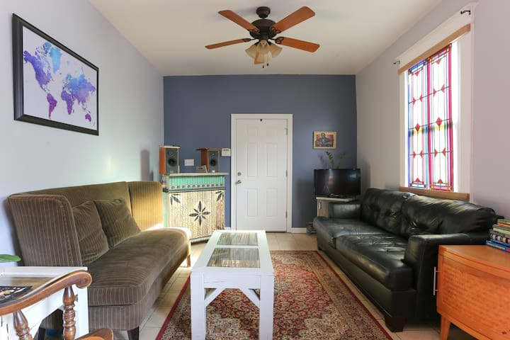 Mid-City Double, 2 bedrooms, 1 mile to City Park