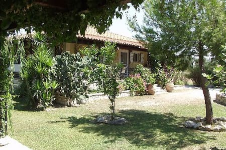 """Tierra Madre"" 2 mins walk from sea - House"