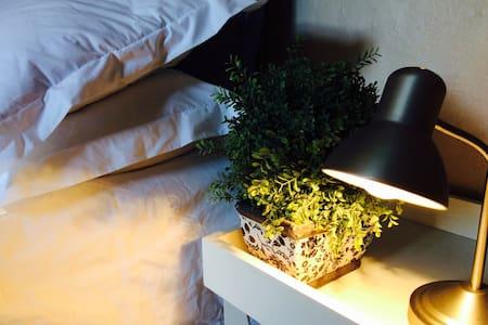 Quiet Room, en-suite Shower.SAFE. CENTRAL.PRIVATE