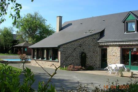 Chambre dans maison au calme  - Mayenne - Haus