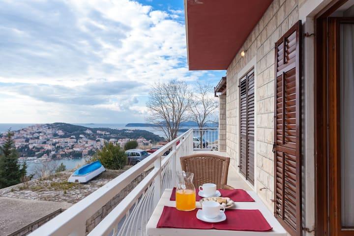 ROOM & BATHROOM + free kitchen - Dubrovnik - Huis