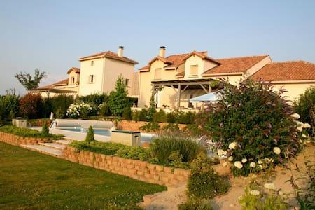 VillaDomaine de la haute preze - Rouzède - Villa