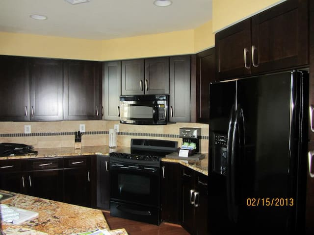 2 BD Presidential mins from DC - Oxon Hill - Apartment