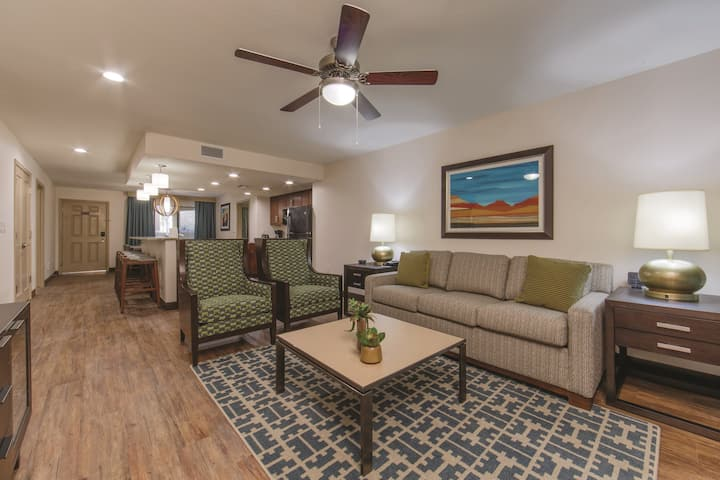 Comfortable 3 Bedroom Villa in Scottsdale | Air-Conditioning + Close to Several Golf Courses