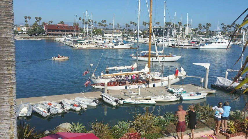 2.Walk to Harbor/ Beach, breakfast included - Oxnard