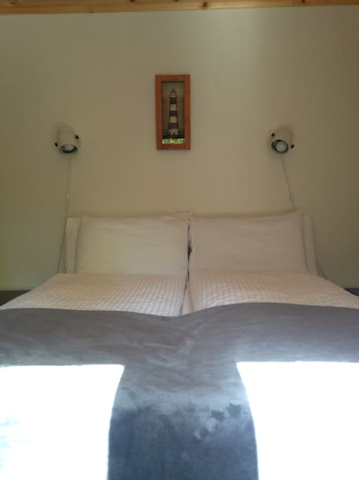 lovely private suite with queen size bed, tv, netflix and wifi!