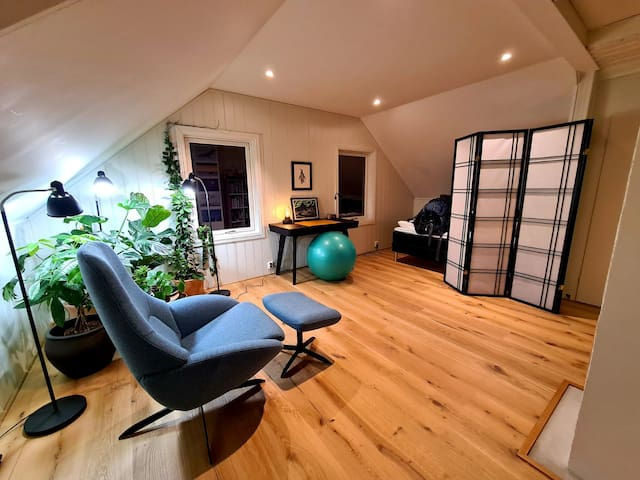 Bedroom 2 with office