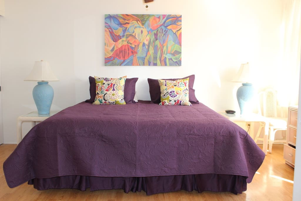 choose between 1 king bed or 2 twin beds in the bedroom