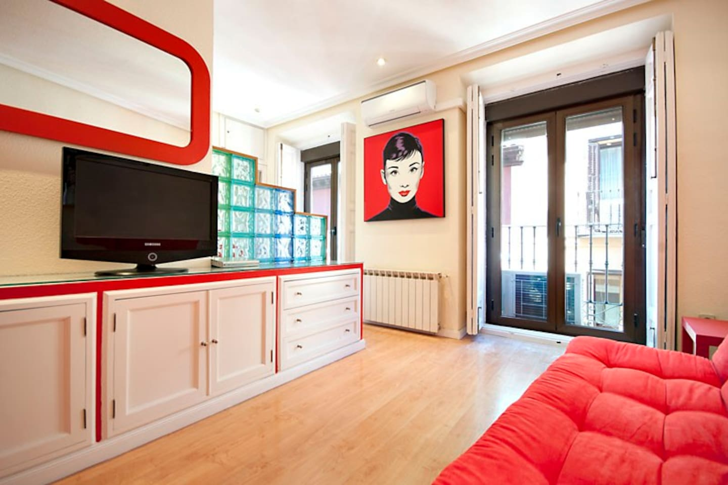 SALON WITH DOUBLE SOFA-BED ,TV32', HOME CINEMA, AND INTERNET WI-FI AND TWO BALCONIES.