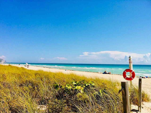 SUNNY Bal Harbour Retreat! Walk to the Beach