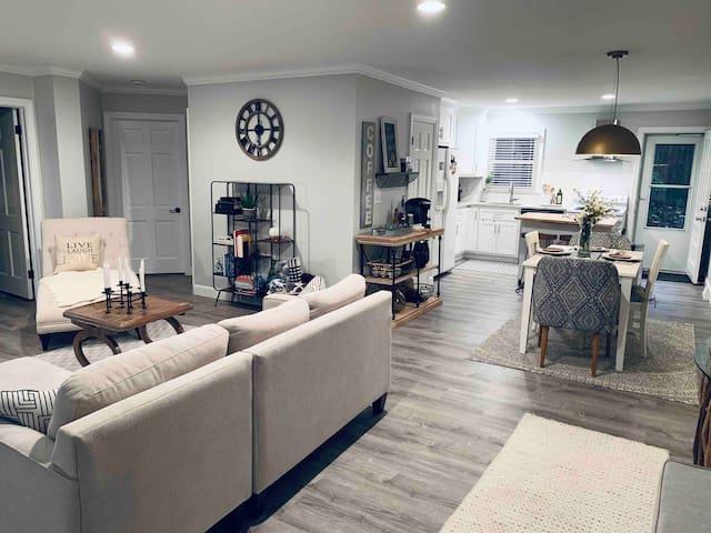 Greenville's Art Suite... modern, cozy, & quiet