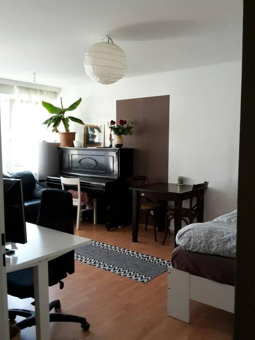 gem tliches studio in m nchen wohnungen zur miete in m nchen bayern deutschland. Black Bedroom Furniture Sets. Home Design Ideas