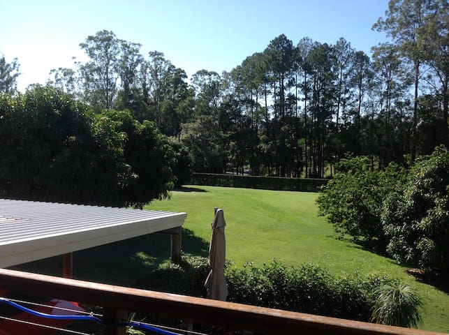 Private Bedrooms on quiet acreage property - Palmwoods - House