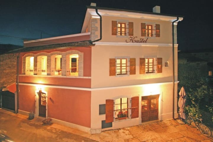 Stay in an original Istrian house - Kaštelir - Bed & Breakfast