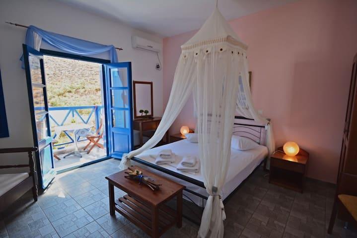 Aegean star studio with sea view - Folegandros - Bed & Breakfast