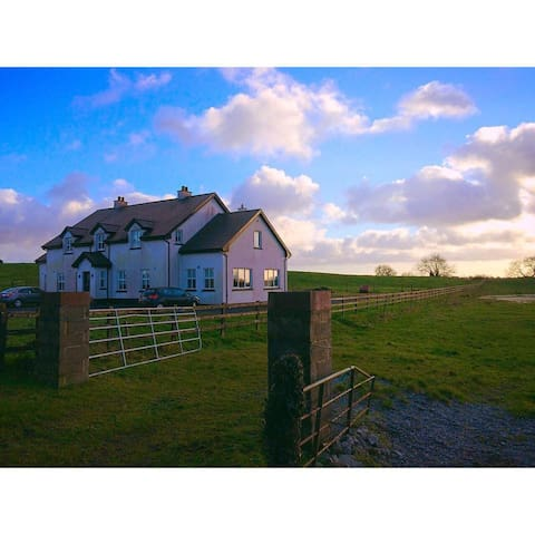 Modern 5 Bedroom Country / Lake - Mullingar - Huis