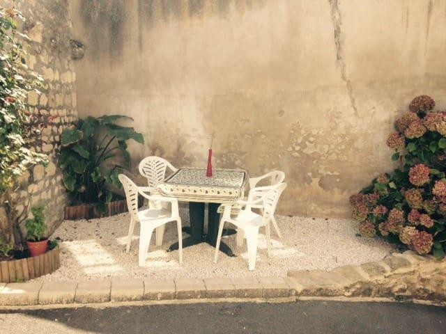 Le Rocking Chair  en centre-ville. - Fontenay-le-Comte - Dům