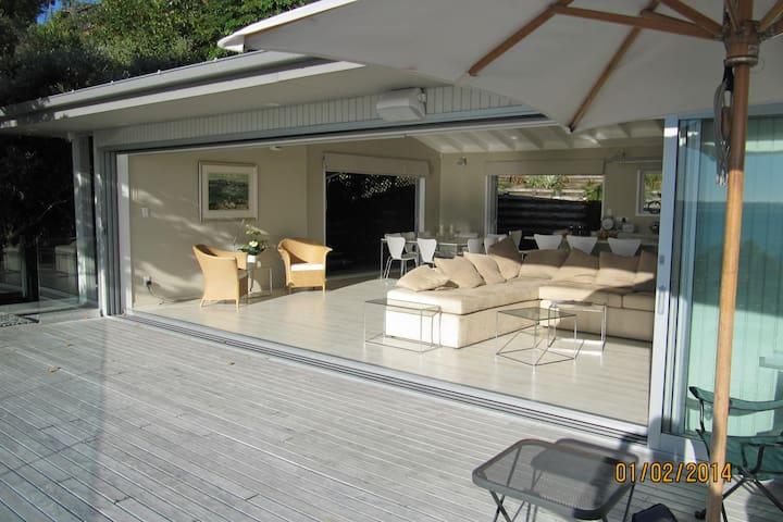 Stunning, Modern Holiday Home - Tindalls Bay