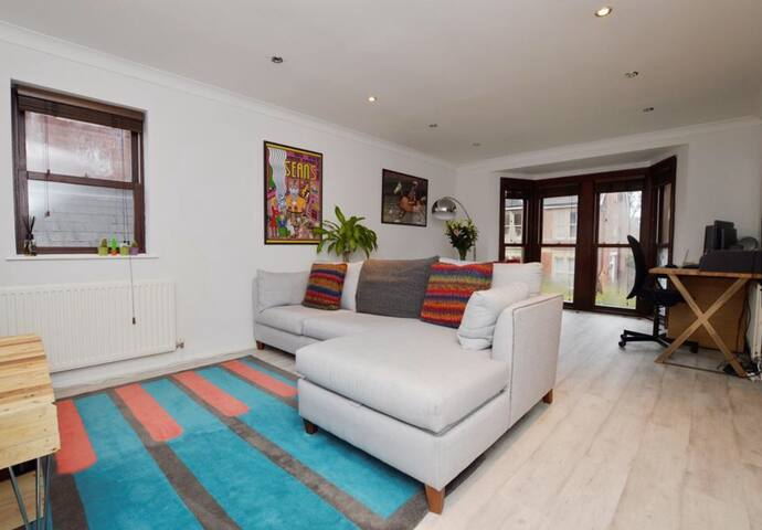 Contemporary feel in Chelt centre - Cheltenham - Apartmen