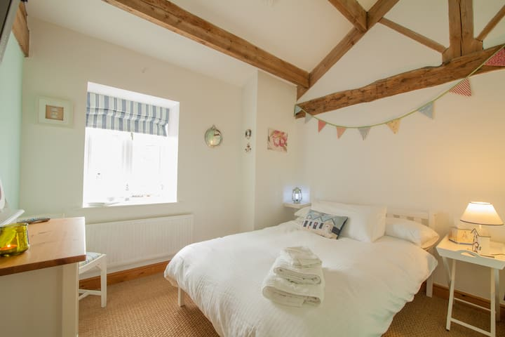Nautical style room in Yorkshire Barn - Gargrave - Bed & Breakfast