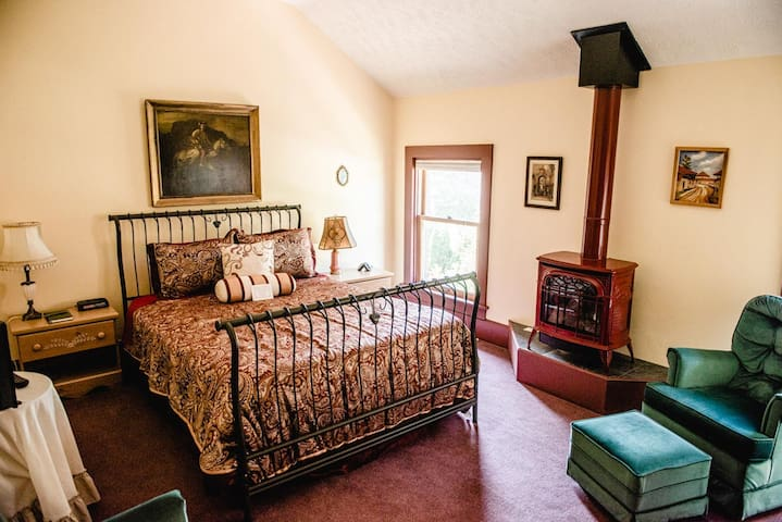 Holland's Local Inn: Centennial Inn Room 4