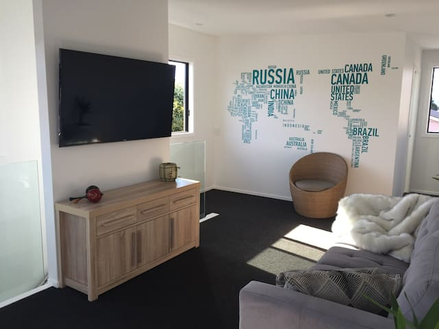Light, Modern + Close to Everything - Wellington - Apartment