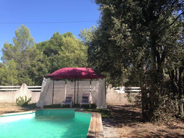 Villa avec Piscine dans la garrigue - Sussargues - Lägenhet