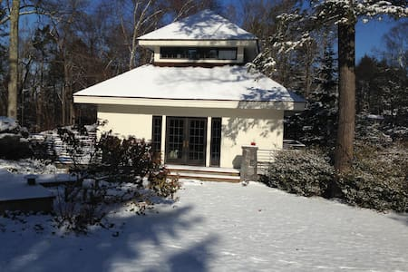 SECLUDED GETAWAY IN POUND RIDGE IN LAKE COMMUNITY - Pound Ridge