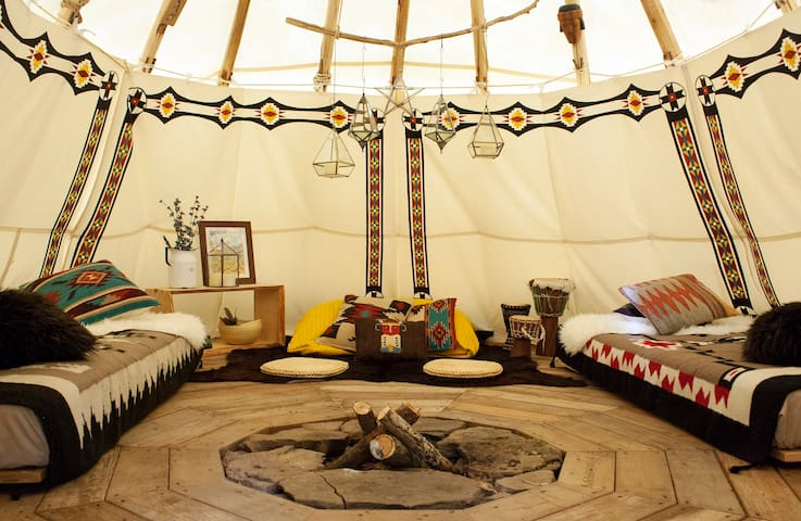 Tipi Hideaway in the Catskills - Bellfire Tipi - Roxbury