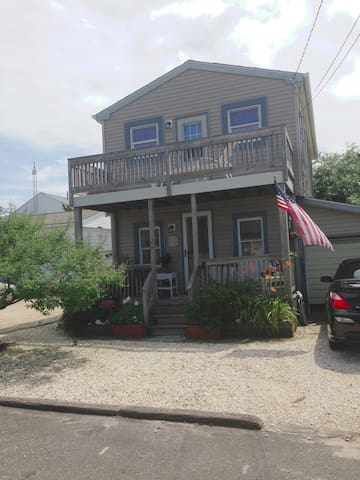 Cozy Summer Rental, 3rd from ocean