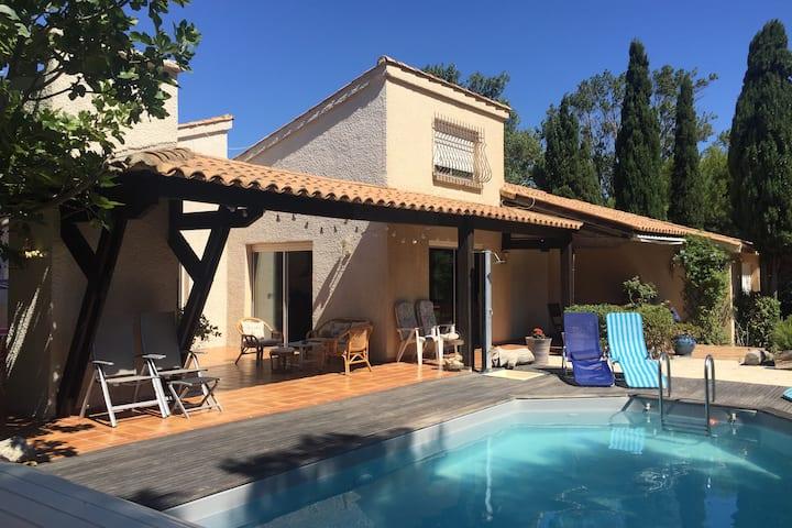 Beachfront villa with pool in La Franqui