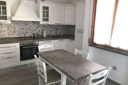 Bilocale completamente rinnovato a Cecina mare - 切奇纳 - 公寓
