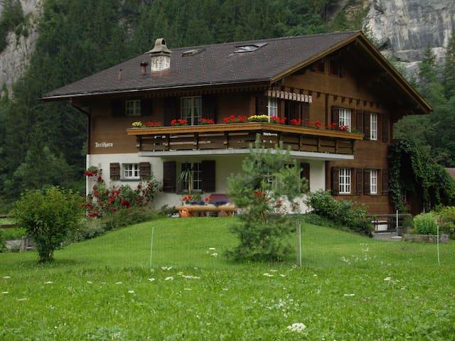 Ruhige Ferienwohnung im Tal der Wasserfälle