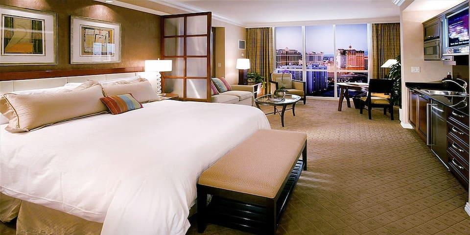 Luxury Hotel Suite w/Balcony - Las Vegas Strip