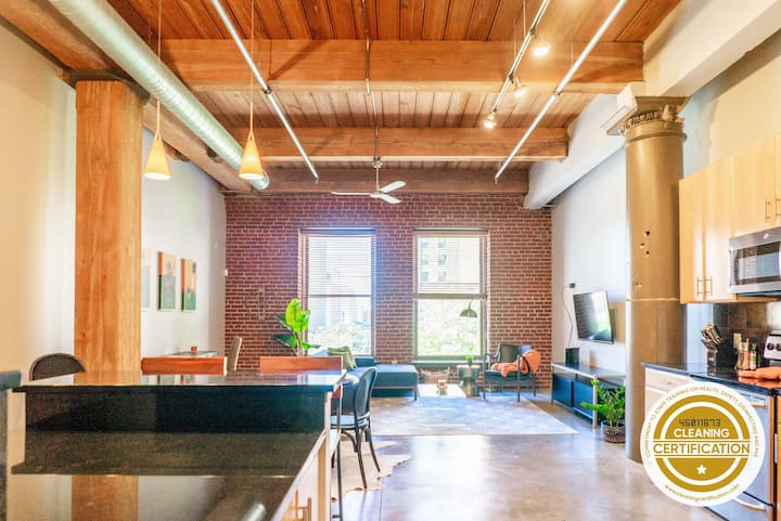 Freshly Designed 2BR 2BA Loft in the Heart of St. Louis