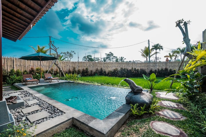 Wooden Villa w/ Pool & Paddy Field Near Ubud
