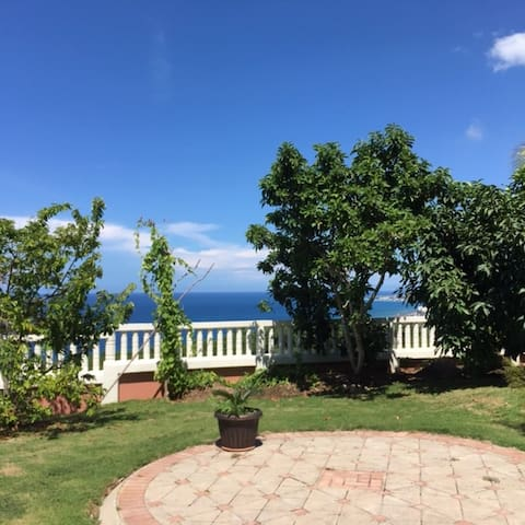 La JanAnn, 1 Bdrm / ocean view with balmy breeze