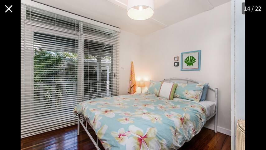 The second queen bedroom in the cottage. Doors opening onto verandah.