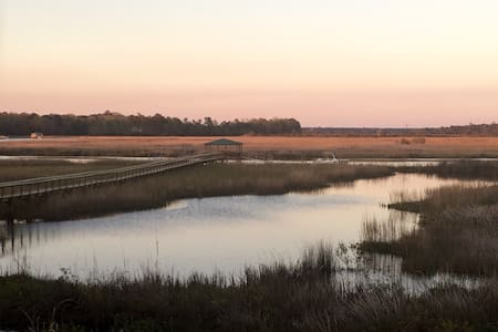 DEEP WATER VIEWS - Hanahan