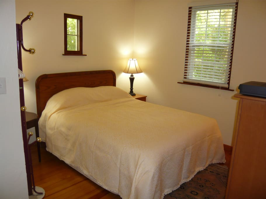 Small bedroom with comfortable queen sized bed