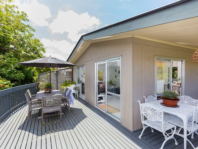 Mathesons Bay Magic - Relaxed house with a fresh modern flair