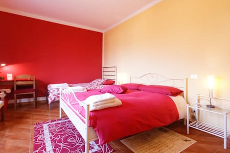 "B&b L'ALBERO MAESTRO ""bordeaux"" - Borgofranco - Bed & Breakfast"