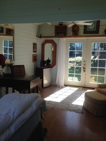 Beautiful Private Bungalow for 2 - Kula - Bed & Breakfast